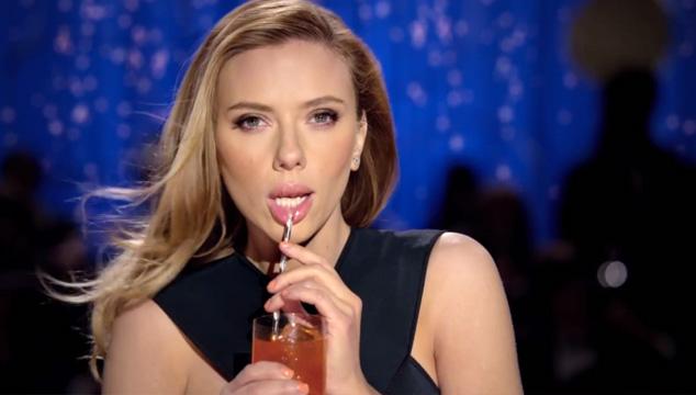 imagen El polémico comercial censurado de Scarlett Johansson (VIDEO)