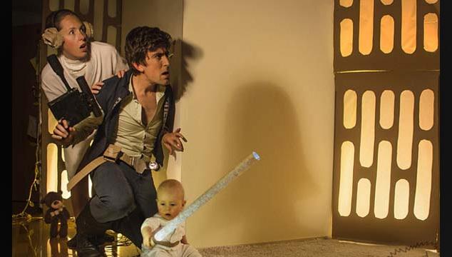 imagen Una pareja y su bebé recrean en fotos sus películas favoritas