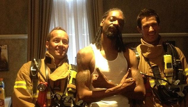 imagen Snoop Dogg fumó tanta marihuana en Australia que fueron los bomberos a su habitación (FOTOS)