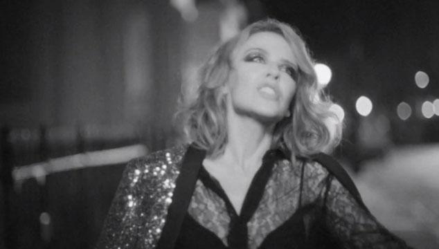 """imagen Kylie Minogue estrena el videoclip de """"Into the blue"""""""