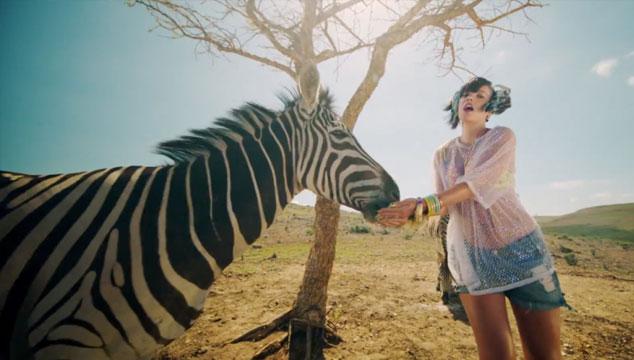 """imagen Lily Allen presenta un mundo paralelo en """"Air Balloon"""", su nuevo videoclip"""
