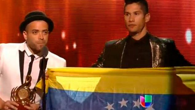 imagen Chino y Nacho ganan premio Lo Nuestro y mandan fuerza a estudiantes venezolanos (VIDEO)