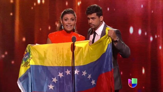 imagen Los artistas enviaron mensajes solidarios a Venezuela en los Premios Lo Nuestro (VIDEO)