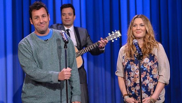 imagen Adam Sandler y Drew Barrymore se cantan amor en el show de Jimmy Fallon