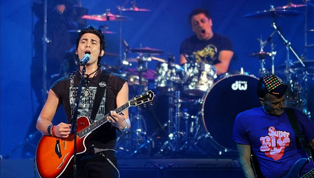imagen Así fue el regreso de la banda chilena La Ley con Zeta Bosio (Soda Stereo) de bajista