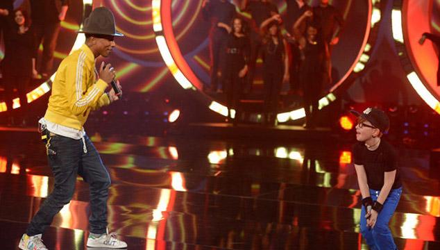 """imagen Pharrell (y su sombrero) canta """"Happy"""" en la televisión alemana"""