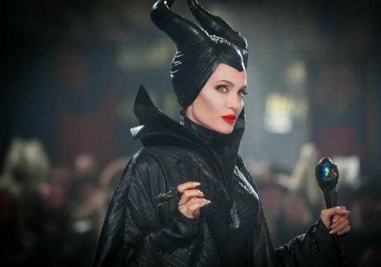 Maleficent-Angelina-Jolie-1-550x386