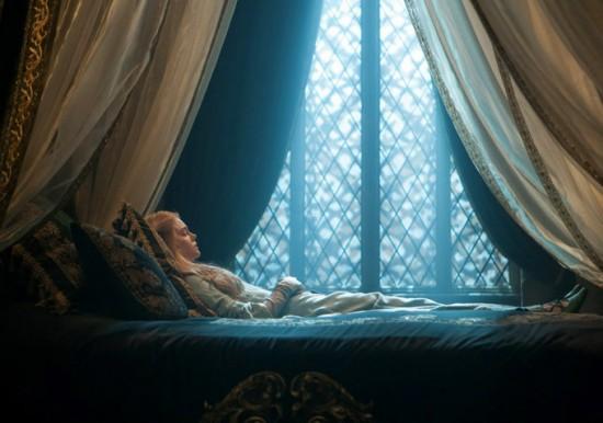 Maleficent-Elle-Fanning-550x386