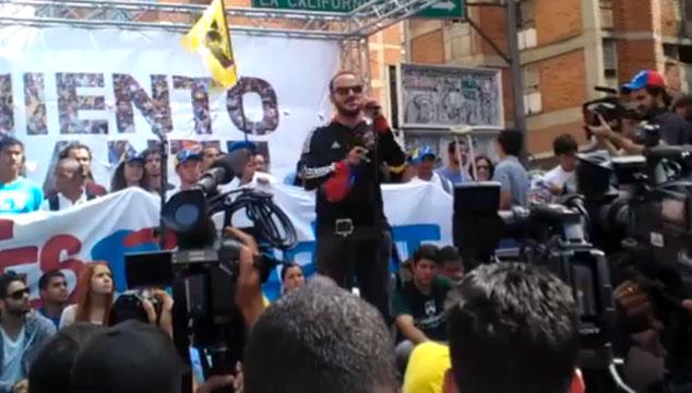 imagen Las palabras del bajista de VINILOVERSUS en la 'Marcha de los Artistas y Estudiantes por la Paz' (VIDEO)