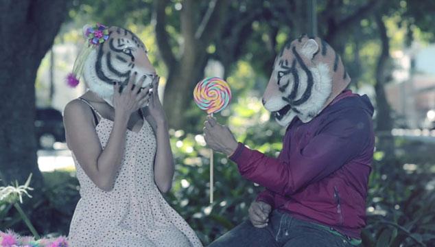 """imagen Julio Briceño, vocalista de Los Amigos Invisibles, estrena video de su tema """"Leita"""""""