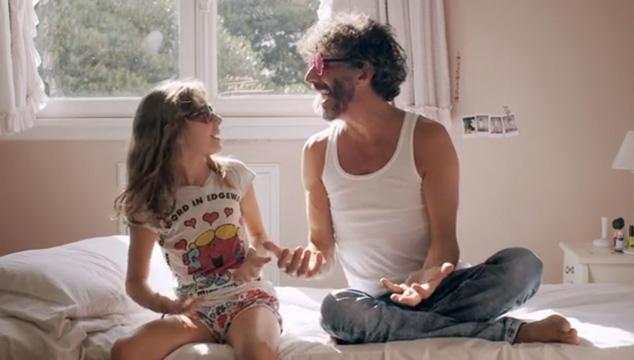 imagen Fito Páez celebra su cumpleaños con nuevo video dedicado a su hija