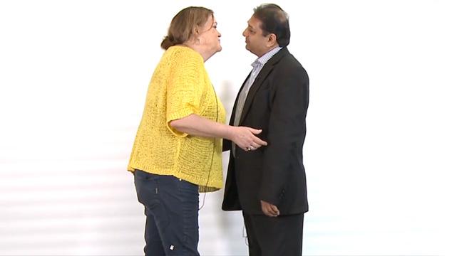 imagen 20 verdaderos extraños, Y NO MODELOS, se besan por primera vez (VIDEO)