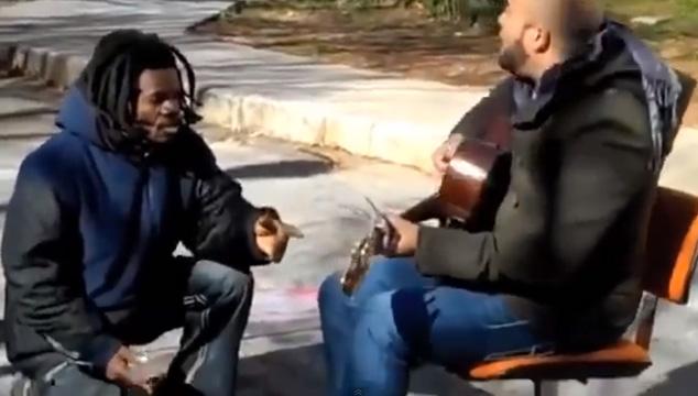imagen Esto pasa cuando un vagabundo se mete en la grabación de un videoclip