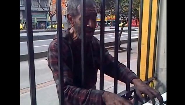 imagen Video sorprendente: El ex miembro del Grupo Niche que ahora vive en las calles de Bogotá