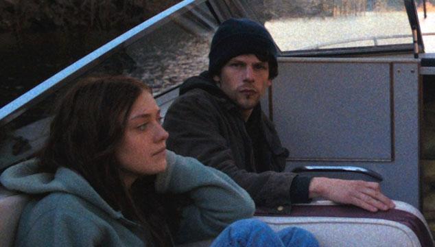 imagen Jesse Eisenberg y Dakota Fanning conspiran en el nuevo tráiler de 'Night Moves'