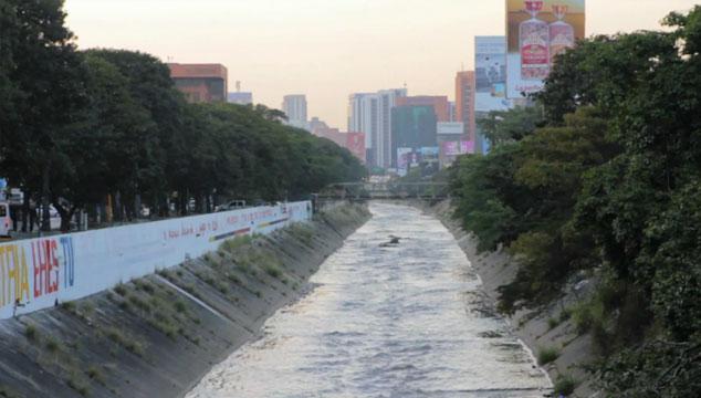 imagen Mira el documental 'Guaire Seco', un tour guiado por el río que cruza Caracas (VIDEO)