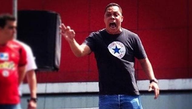 """imagen Un video de Julio Coco tocando """"Refuse/Resist"""" de Sepultura en batería"""