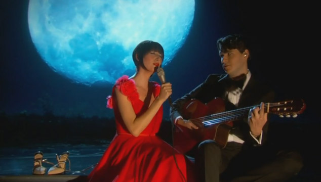 "imagen Karen O y Ezra Koenig de Vampire Weekend tocan ""The Moon Song"" en los Oscars 2014 (VIDEO)"