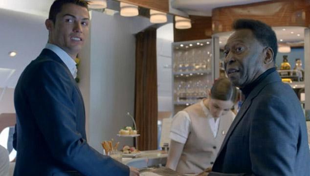 imagen Cristiano Ronaldo y Pelé tienen una guerra de egos en un comercial de TV (VIDEO)