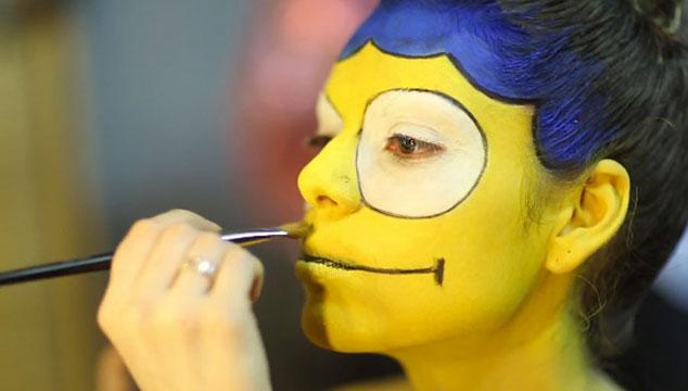 imagen La increíble transformación de una hermosa modelo en Marge Simpson (VIDEO)
