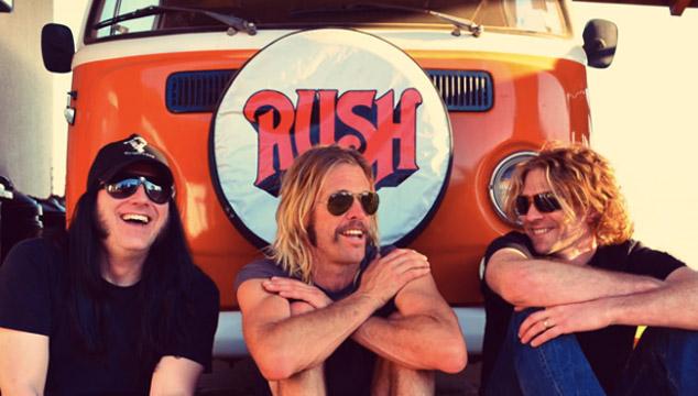 imagen Así suena The Birds of Satan, la nueva banda del baterista de Foo Fighters