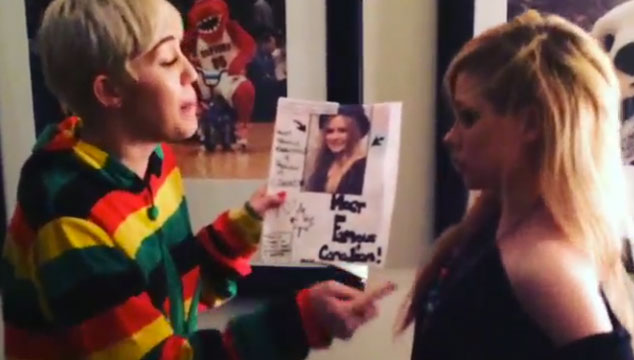 imagen Miley Cyrus y Avril Lavigne se caen a golpes en Instagram (VIDEO)