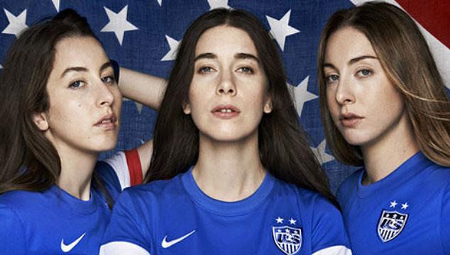 imagen HAIM, Diplo y Spike Lee modelan la camisa de la selección de Estados Unidos para el Mundial (FOTOS)