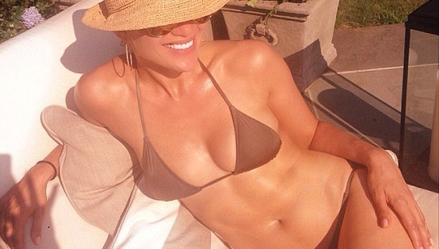 imagen J-Lo comprueba en Instagram que sigue estando como quiere