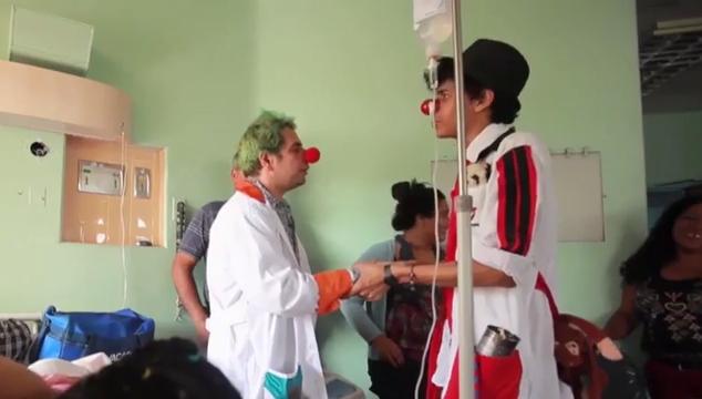 imagen Reportaje sobre Mondongo, el payaso que alegra a los pacientes de los hospitales venezolanos (VIDEO)