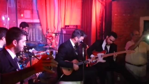 imagen Así le pidió matrimonio el guitarrista de Okills a su novia (VIDEO + Ay qué cuchi)