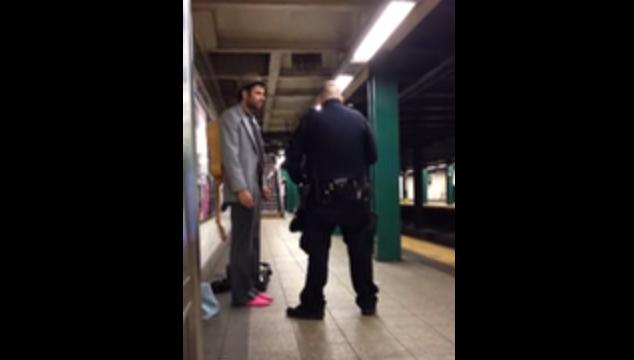 imagen Un músico callejero fue arrestado por cantar en el metro y es lo más injusto que verás hoy (VIDEO)