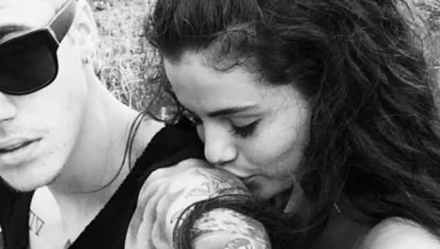 imagen Justin Bieber comparte foto con Selena Gomez, la borra y ya ni nos importa si están juntos o no