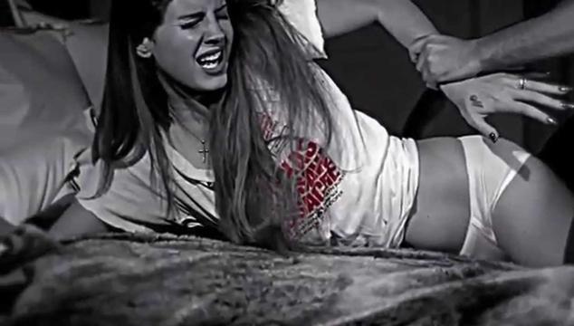 lana del rey es violada en una escena in dita de un video de marilyn manson cochinopop. Black Bedroom Furniture Sets. Home Design Ideas