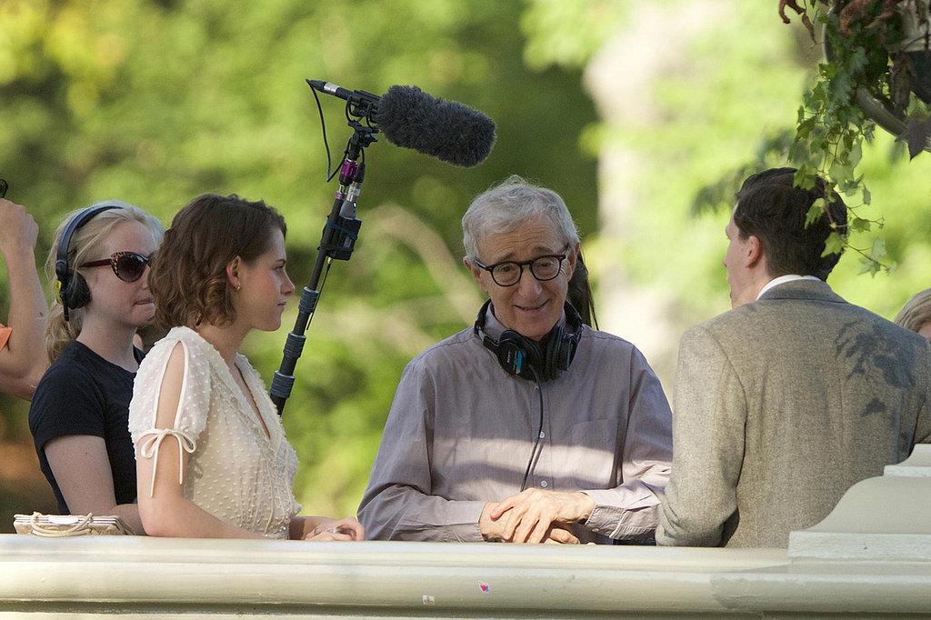 Woody-Allen-instructs-his-young-actors-set