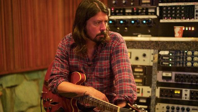 imagen Dave Grohl trabaja en estudio con Korn