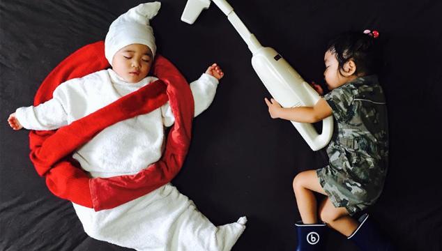 imagen Muere de cuchura: Fotógrafa recrea películas y aventuras con sus mellizos mientras duermen