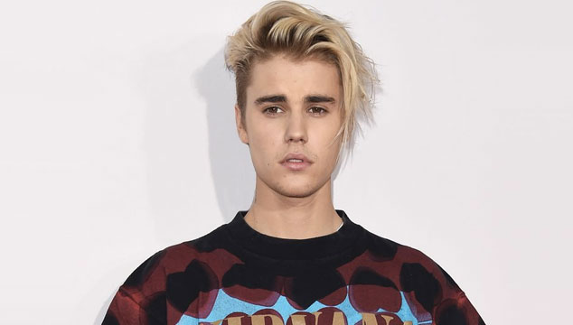 imagen Justin Bieber le pegó en la cara a un fan en Barcelona (VIDEO)