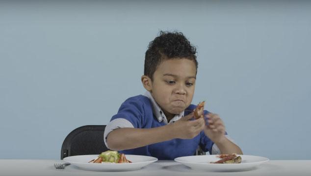imagen Un video donde niños estadounidenses prueban comidas navideñas de todo el mundo