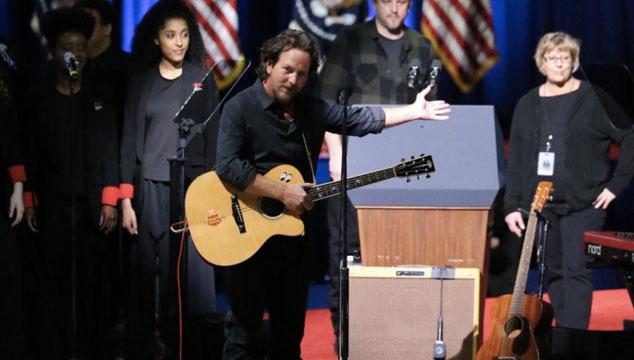 imagen Así fue la presentación de Eddie Vedder en el último discurso de Barack Obama como presidente