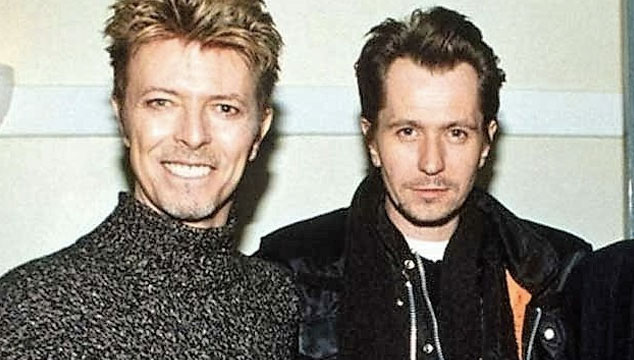 imagen Gary Oldman lideró tributo musical a David Bowie por su cumpleaños número 70 (VIDEOS)
