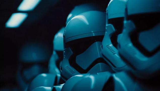 imagen Rian Johnson comparte foto de 'Star Wars: The Last Jedi' que muestra un cambio en los Stormtroopers