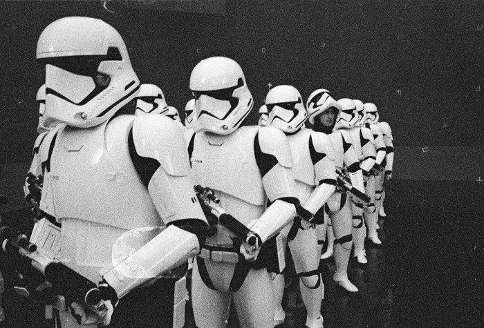 starwars-lastjedi-stormtroopers-setphoto-700x475