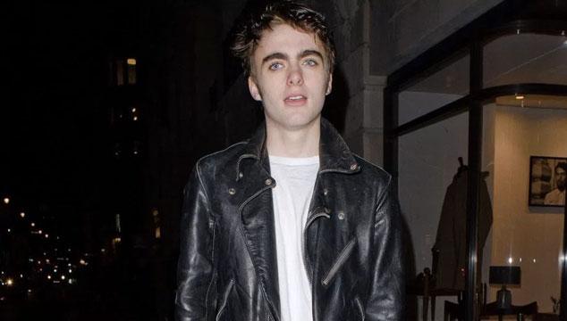 imagen El hijo modelo de Liam Gallagher usó una camisa de la banda de su enemigo Damon Albarn