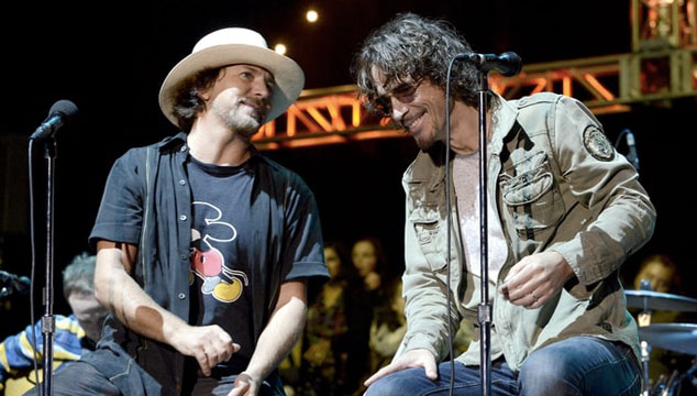 imagen Eddie Vedder toca 'Again Today' para rendir emotivo tributo a Chris Cornell (VIDEO)