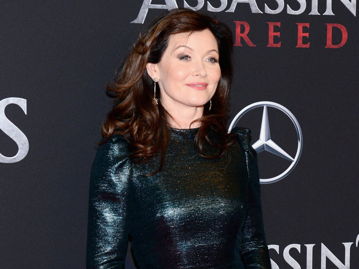 davis-went-on-to-appear-in-the-assassins-creed-movie-and-now-shes-playing-a-queen-opposite-michelle-fairley-in-starzs-show-the-white-princess