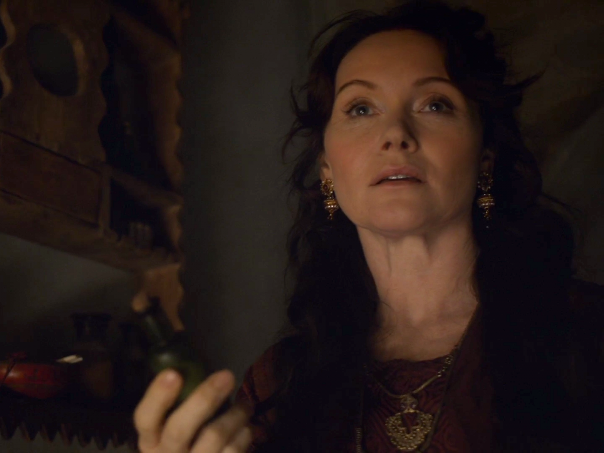 essie-davis-also-had-a-brief-role-in-season-six-she-played-lady-crane-the-actress-who-helped-arya-in-braavos