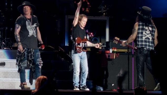 imagen Angus Young de AC/DC tocó un par de temas con Guns N' Roses