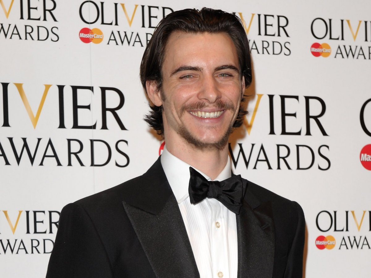 now-harry-lloyd-is-slated-to-star-in-a-new-spy-thriller-series-from-starz-called-counterpart-though-theres-no-premiere-date-yet (1)