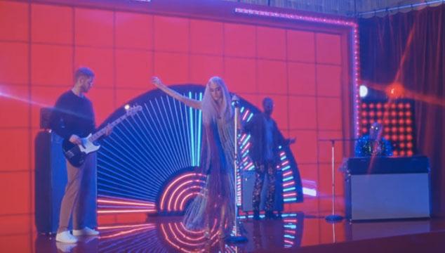 imagen Calvin Harris estrena otro video para 'Feels', su tema con Pharrell, Katy Perry y Big Sean