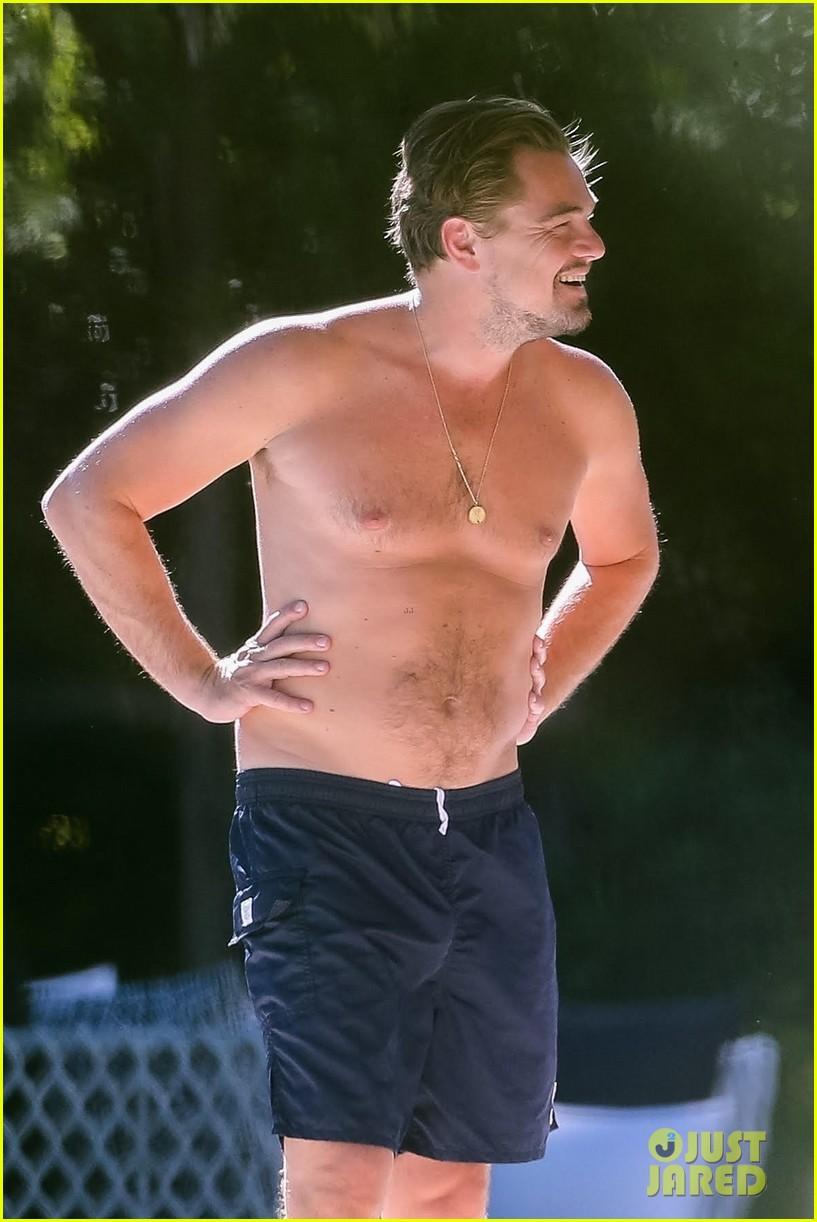 leo-dicaprio-goes-shirtless-on-vacation-with-kate-winslet-02